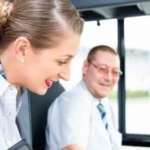 バスガイドと運転手